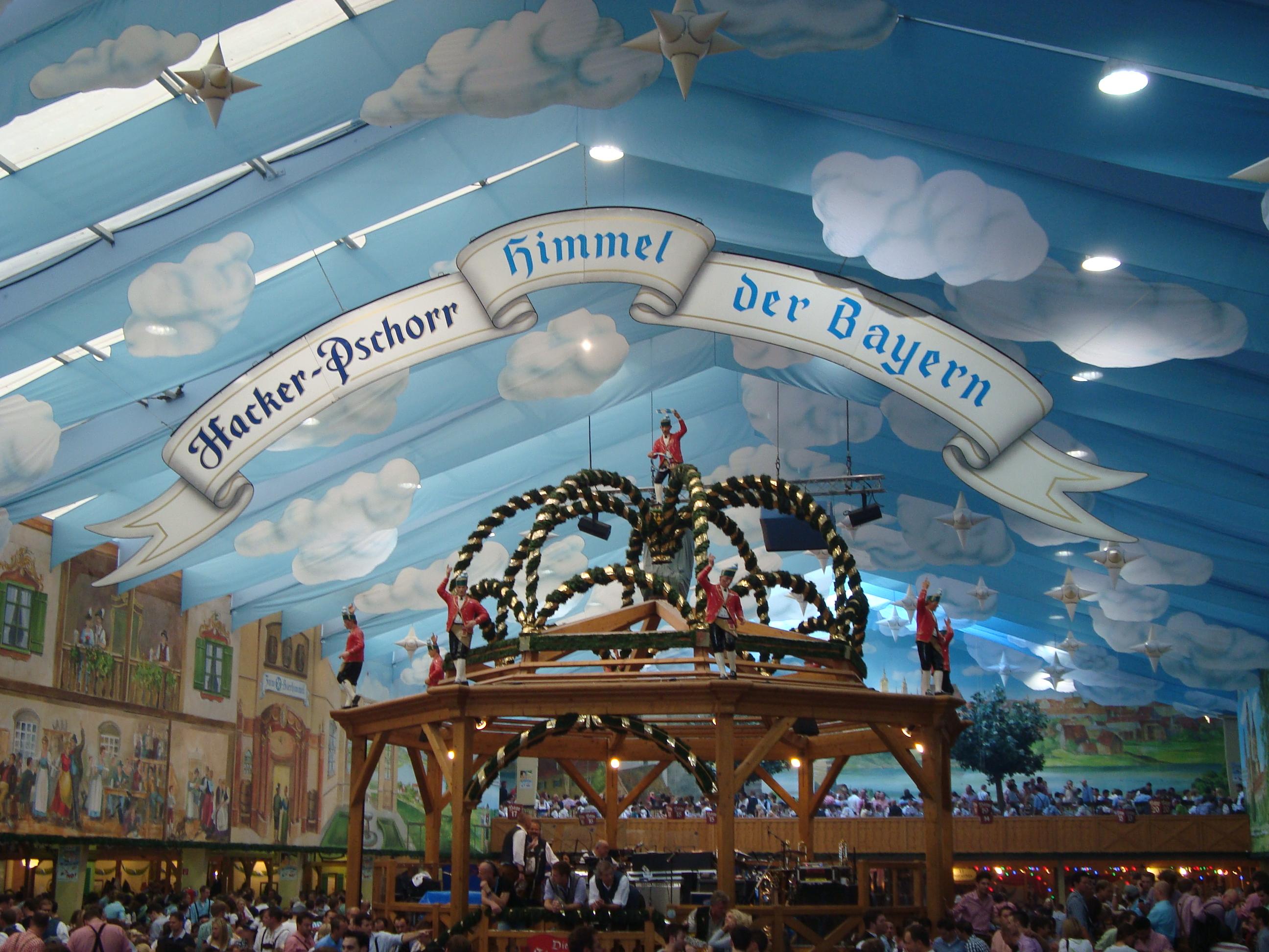 Oktoberfest Munich best tent Hacker & Top 10 tips for Oktoberfest in Munich | La voie à la bouche