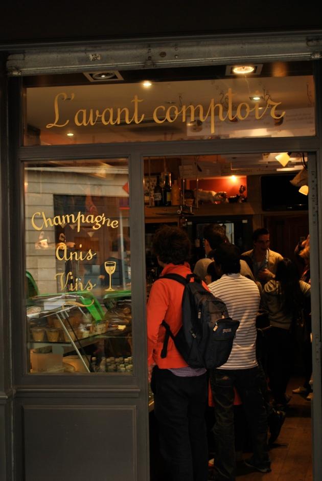 L'avant comptoir, Paris, En facade