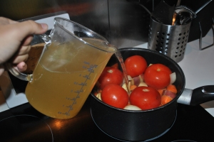 Vegetable soup en étapes, adding the broth