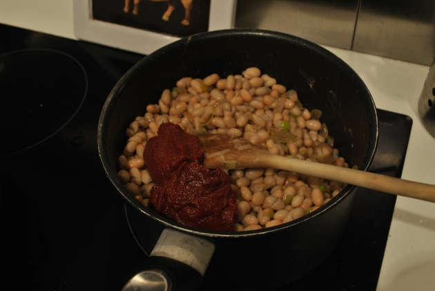 White beans with tomato paste, Cassoulet preparation